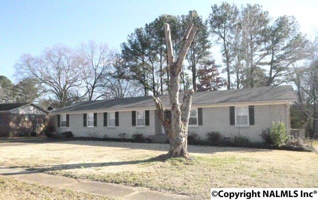 2107 Edinburgh Drive, Huntsville, AL 35803 (MLS #1088758) :: Amanda Howard Real Estate™