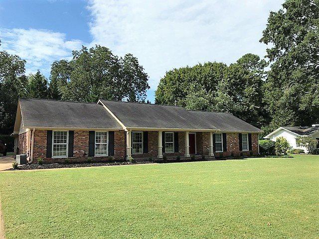 1803 Woodmont Drive, Decatur, AL 35601 (MLS #1101980) :: Capstone Realty