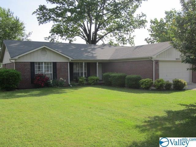 1800 W Market Street, Athens, AL 35611 (MLS #1117875) :: Eric Cady Real Estate