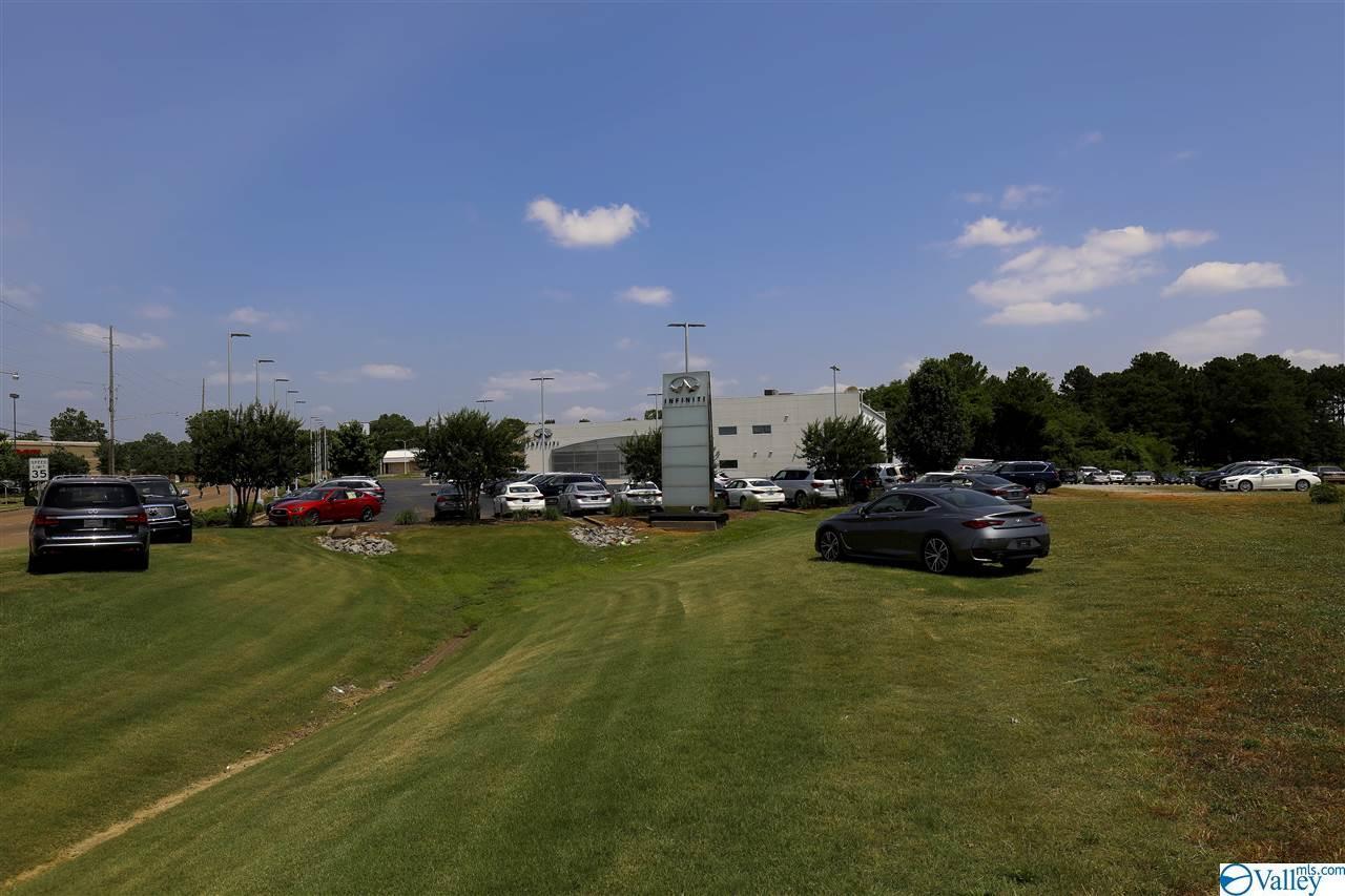 1015 Heathland Drive - Photo 1