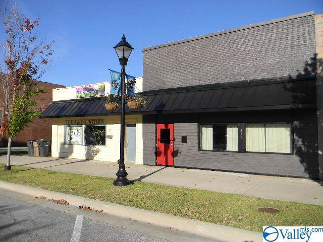 411 NW Bank Street, Decatur, AL 35601 (MLS #1130269) :: Eric Cady Real Estate