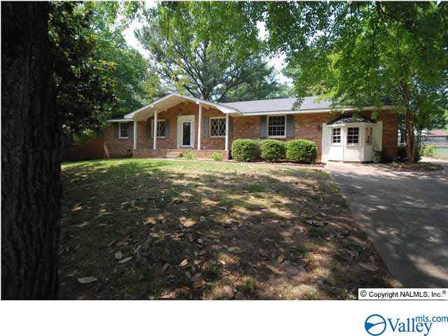 2513 Guenevere Avenue, Huntsville, AL 35803 (MLS #1132380) :: Legend Realty