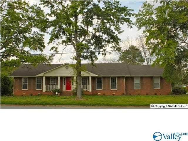 400 Drake Avenue, Huntsville, AL 35801 (MLS #1779126) :: MarMac Real Estate