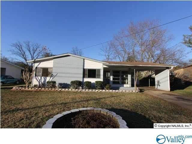 2424 Medaris Road, Huntsville, AL 35810 (MLS #1783263) :: MarMac Real Estate