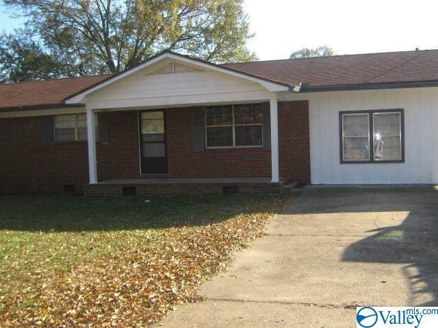 716 Enslen Street, Hartselle, AL 35640 (MLS #1783299) :: LocAL Realty