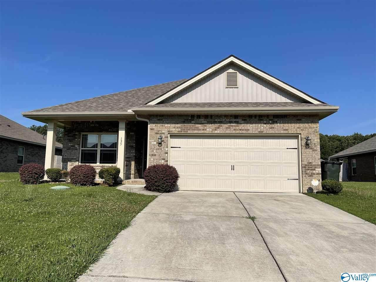 135 Clydesdale Lane - Photo 1