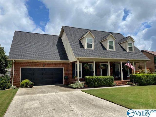 1211 Cedarwood Drive, Decatur, AL 35603 (MLS #1786390) :: Rebecca Lowrey Group