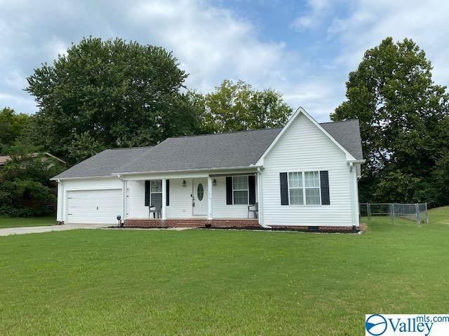 4916 Lee Street, Guntersville, AL 35976 (MLS #1790356) :: MarMac Real Estate