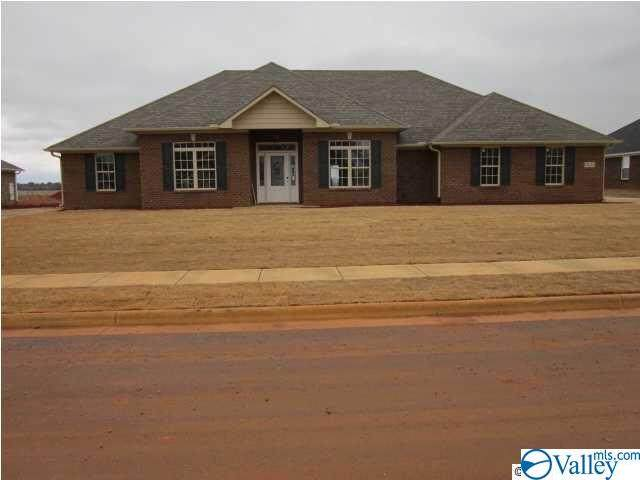 13120 Summerfield Drive, Athens, AL 35613 (MLS #1792535) :: Southern Shade Realty
