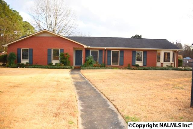 2003 Woodmont Drive, Decatur, AL 35601 (MLS #1085573) :: Amanda Howard Real Estate™