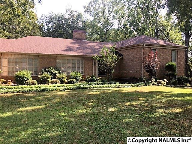 104 Cedar Lane, Moulton, AL 35650 (MLS #1104279) :: Legend Realty