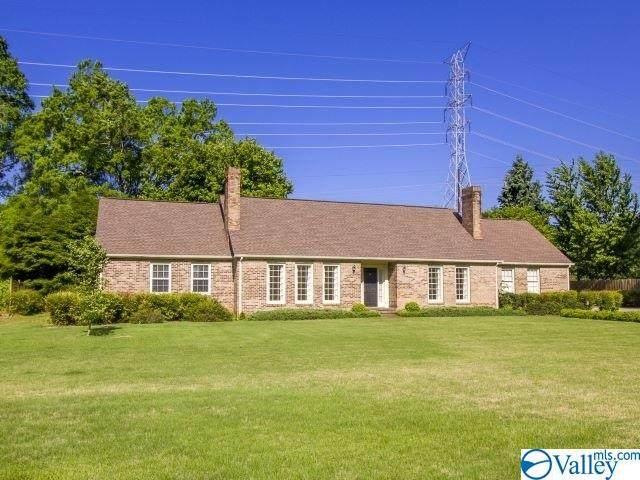 2305 Meadowbrook Road, Decatur, AL 35601 (MLS #1136952) :: Legend Realty