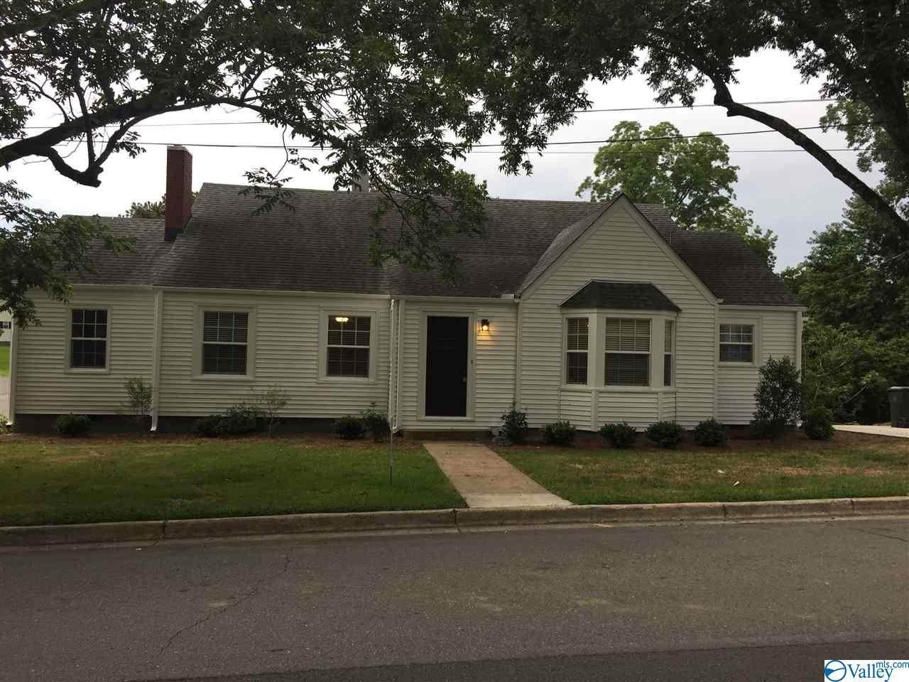 105 East Alabama Avenue - Photo 1