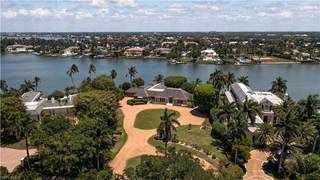 555 Kings Town DR, NAPLES