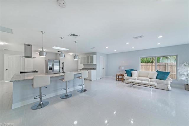 560 107th Ave N, Naples, FL 34108 (MLS #218071742) :: Clausen Properties, Inc.