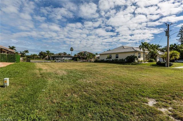 211 Seminole Ct, Marco Island, FL 34145 (MLS #218082465) :: Kris Asquith's Diamond Coastal Group