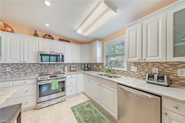 525 Cape Florida Ln, Naples, FL 34104 (MLS #219036066) :: RE/MAX Radiance