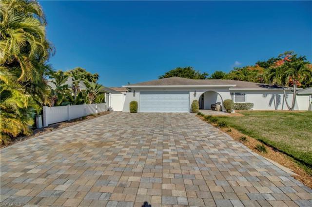 1739 Boxwood Ln, Naples, FL 34105 (#219039585) :: The Dellatorè Real Estate Group