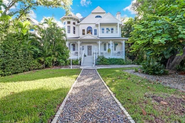 9402 Vanderbilt Dr, Naples, FL 34108 (MLS #219067213) :: #1 Real Estate Services