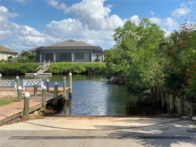 6132 Lake Front Dr, Fort Myers, FL 33908 (#219070818) :: The Dellatorè Real Estate Group