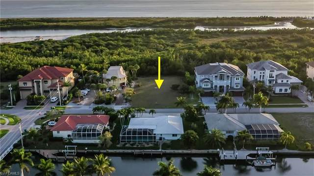 556 Spinnaker Dr, Marco Island, FL 34145 (#220014594) :: The Dellatorè Real Estate Group