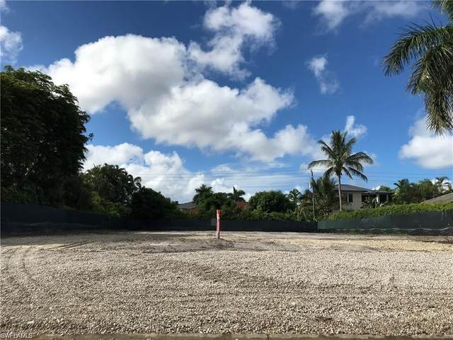 560 Ketch Dr, Naples, FL 34103 (MLS #220021688) :: The Naples Beach And Homes Team/MVP Realty