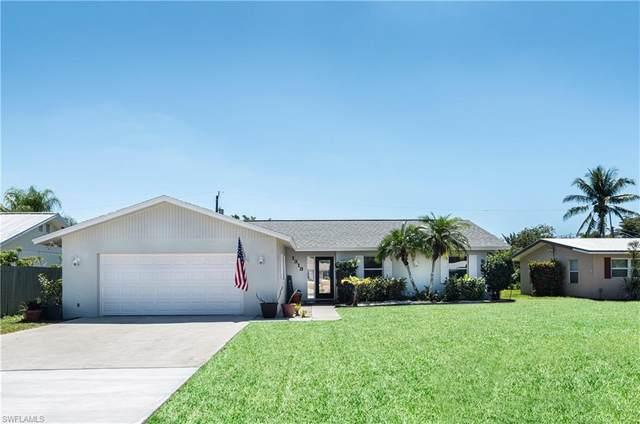 1318 Illinois Dr, Naples, FL 34103 (#220024015) :: The Dellatorè Real Estate Group