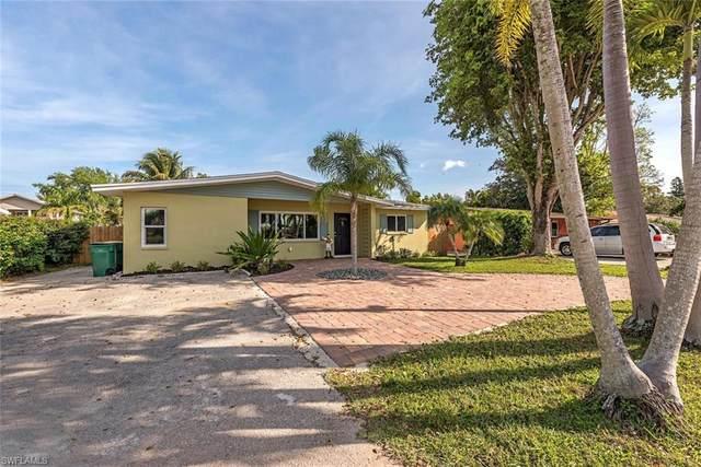 1123 Cooper Dr, Naples, FL 34103 (#220026431) :: The Dellatorè Real Estate Group