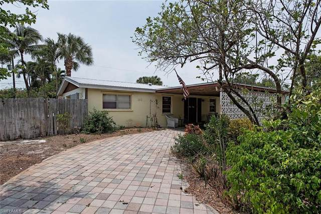 1273 11th Ct N, Naples, FL 34102 (MLS #220026789) :: The Naples Beach And Homes Team/MVP Realty