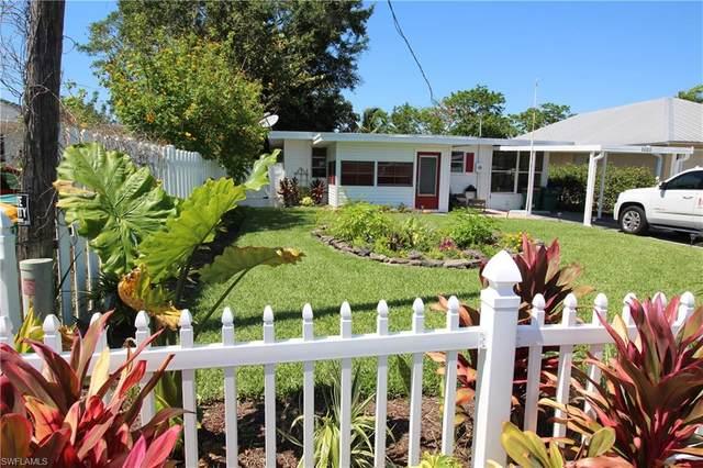 1025 Trail Terrace Dr, Naples, FL 34103 (MLS #220029846) :: Florida Homestar Team