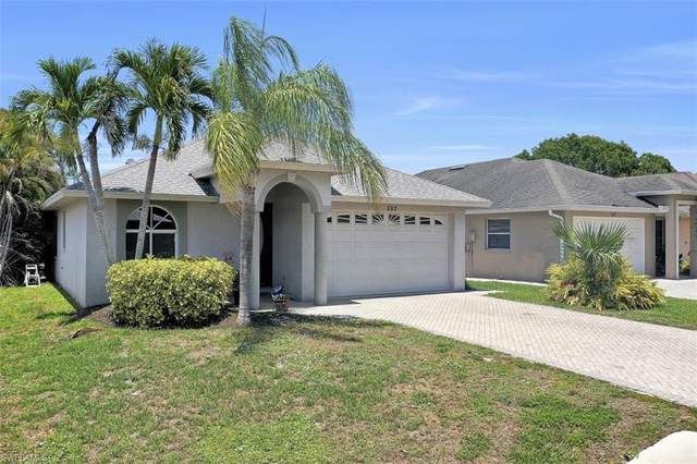 553 102nd Ave N, Naples, FL 34108 (MLS #220033080) :: #1 Real Estate Services