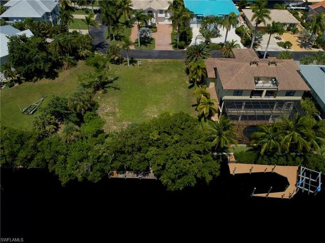 11631 Isle Of Palms Dr, Fort Myers Beach, FL 33931 (MLS #220033211) :: Uptown Property Services