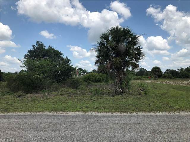 743 Foxtail St E, Lehigh Acres, FL 33974 (MLS #220034014) :: The Naples Beach And Homes Team/MVP Realty