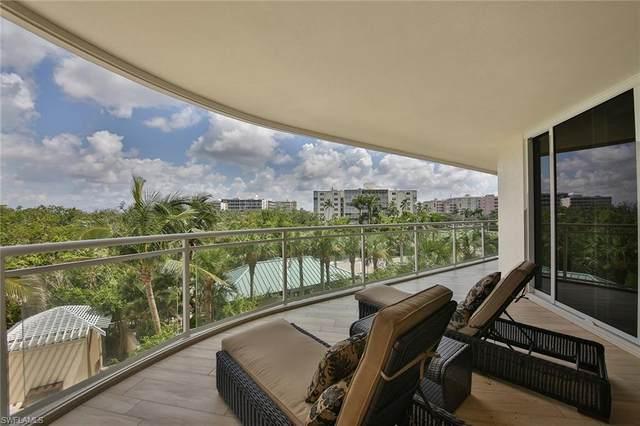 11125 Gulf Shore Dr #307, Naples, FL 34108 (#220034136) :: The Dellatorè Real Estate Group