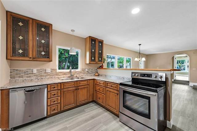 703 106th Ave N, Naples, FL 34108 (MLS #220040765) :: Premier Home Experts