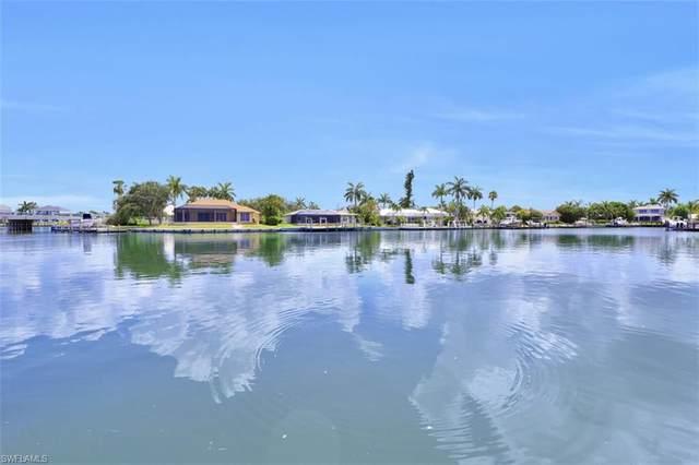 427 Nassau Ct, Marco Island, FL 34145 (#220040950) :: Caine Premier Properties