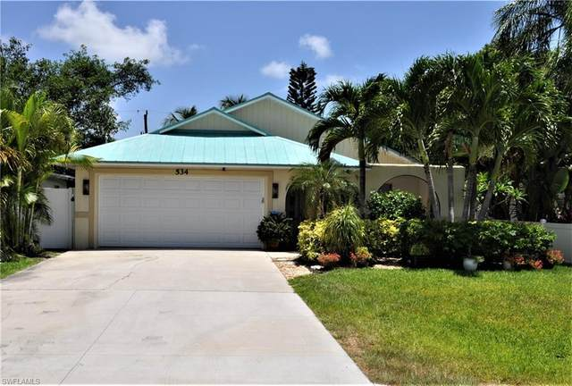 534 110th Ave N, Naples, FL 34108 (#220041352) :: Caine Premier Properties