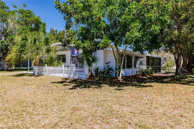 221 Palmetto Dr NE, Port Charlotte, FL 33952 (#220044071) :: The Dellatorè Real Estate Group