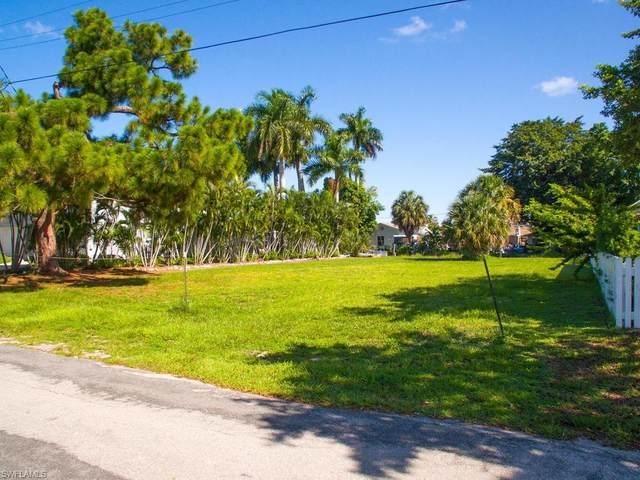 2759 Gulfview Dr, Naples, FL 34112 (#220046056) :: Southwest Florida R.E. Group Inc