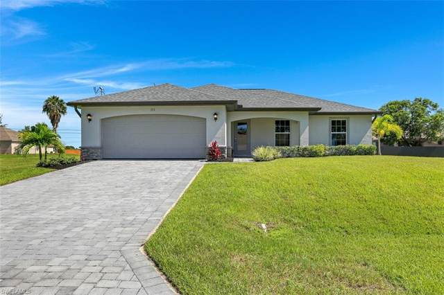 333 NE 10th St, Cape Coral, FL 33909 (MLS #220046795) :: RE/MAX Realty Group