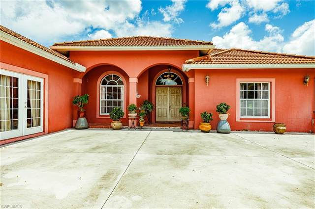 2260 Everglades Blvd S, Naples, FL 34117 (MLS #220048418) :: RE/MAX Realty Group