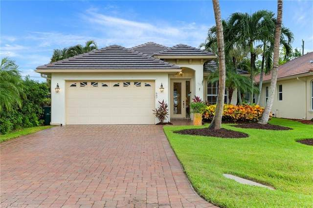 687 106th Ave N, Naples, FL 34108 (MLS #220049346) :: Palm Paradise Real Estate