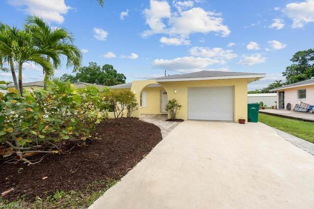 623 104th Ave N, Naples, FL 34108 (MLS #220049472) :: Palm Paradise Real Estate