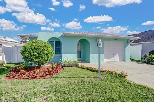 529 110th Ave N, Naples, FL 34108 (MLS #220056501) :: Florida Homestar Team