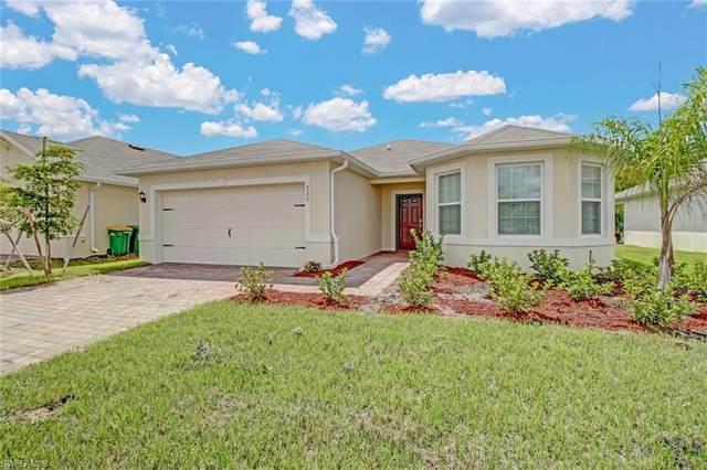 722 Hadley Pl W, Naples, FL 34104 (#220058055) :: Southwest Florida R.E. Group Inc