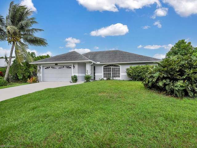 1058 Capri Dr, Naples, FL 34103 (#220060981) :: The Dellatorè Real Estate Group