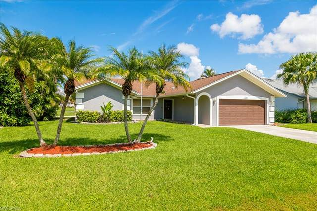 1106 Forest Lakes Blvd, Naples, FL 34105 (MLS #220062472) :: Eric Grainger | Engel & Volkers