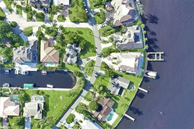 2001 Kingfish Rd, Naples, FL 34102 (MLS #220064698) :: Kris Asquith's Diamond Coastal Group