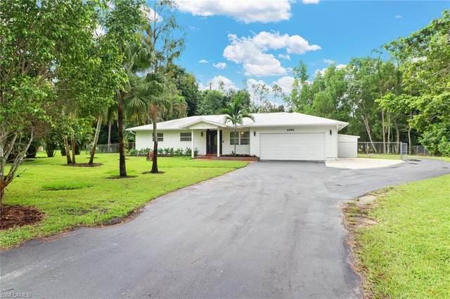 5581 Wendy Ln, Naples, FL 34112 (#220065398) :: The Dellatorè Real Estate Group