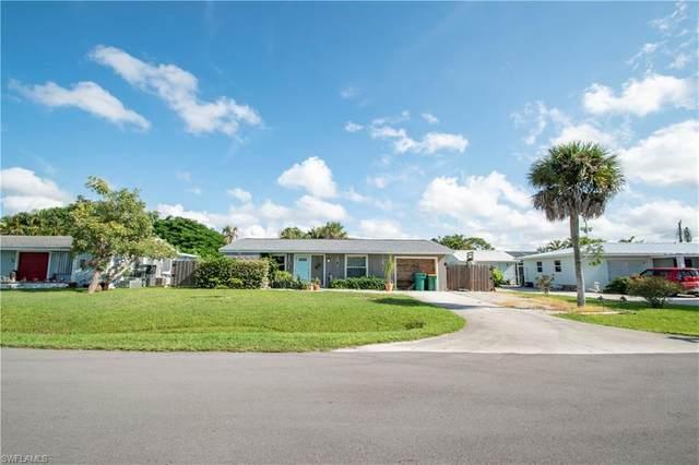 4825 Cortez Cir, Naples, FL 34112 (#220066587) :: The Dellatorè Real Estate Group